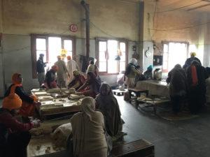 インド アムリトサル 黄金寺院食堂