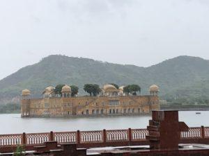 インド ジャイプール 水の宮殿 雨季