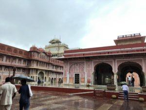 インド ジャイプール シティパレス 雨季