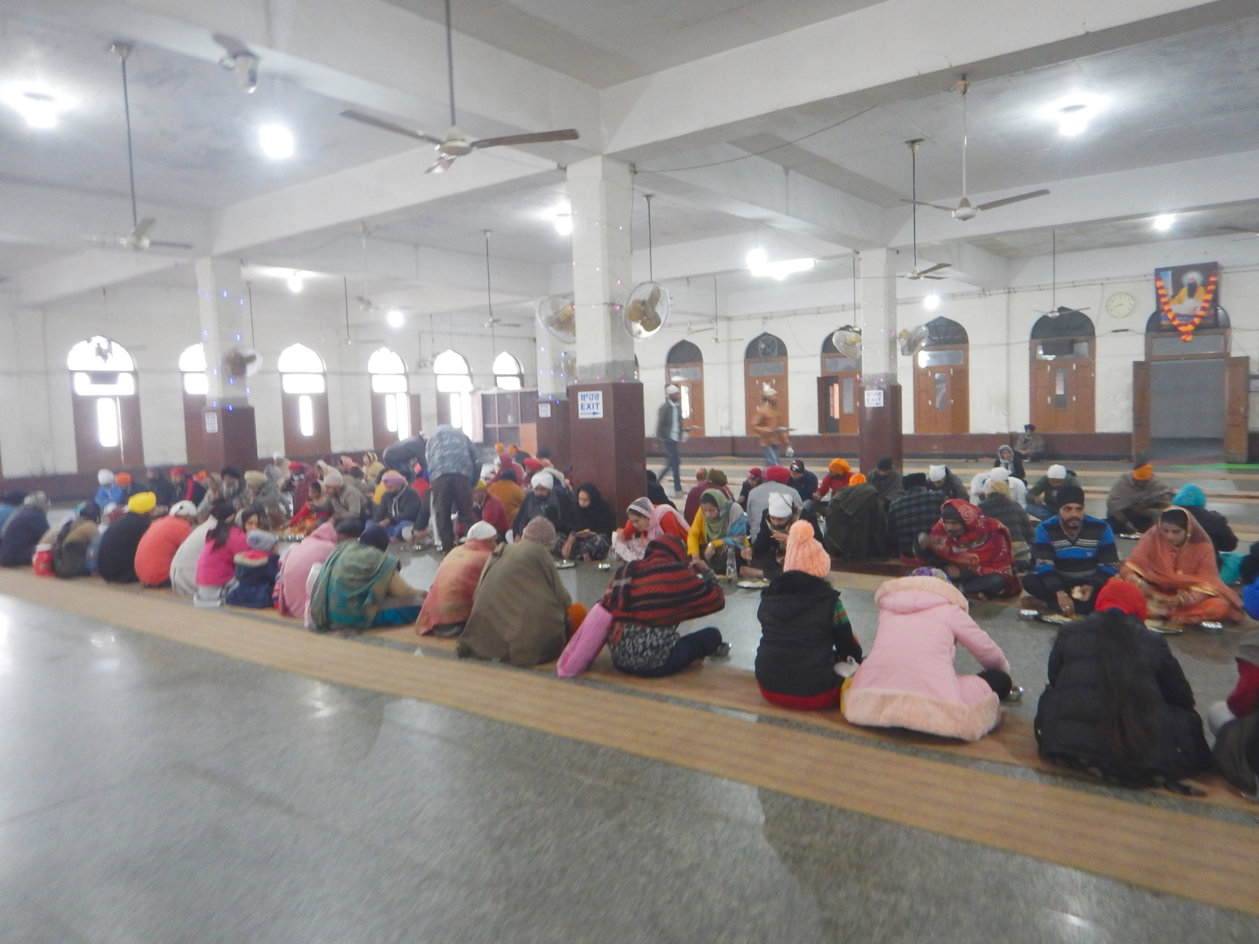 インド アムリトサル 黄金寺院 食堂